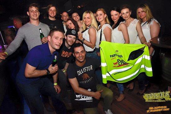 single bar hopping frankfurt