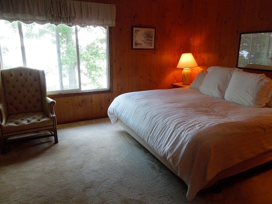 Hubbard Lake, Μίσιγκαν: Room L4 with King Bed & private bath