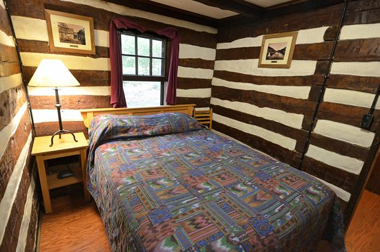 Clifton Forge, VA: cabin 14 has 2 bedrooms