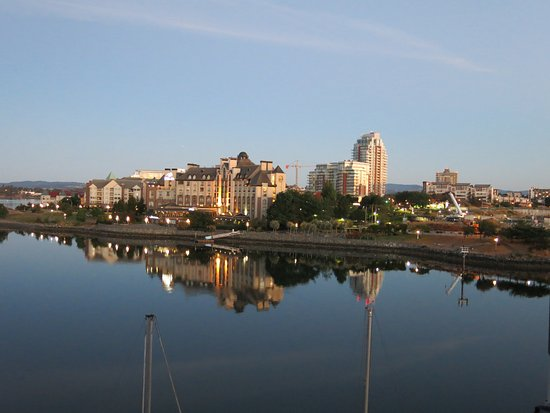 Victoria Regent Hotel : Early morning view from our terrace-right