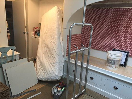 Winnetu Oceanside Resort: yes, that's my son's mattress in our sink . . .