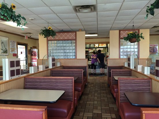 Cortland, NY: Food was good. Made fresh. Usual Arby's fare. Good service, clean dining room!