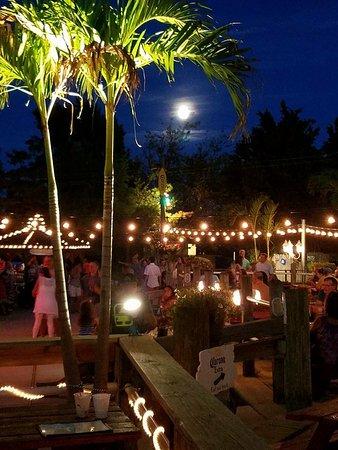 Marmora, Nueva Jersey: Back Bay Cafe full moon