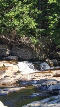 Jackson Falls: Beautiful spot to relax, hike or cool off