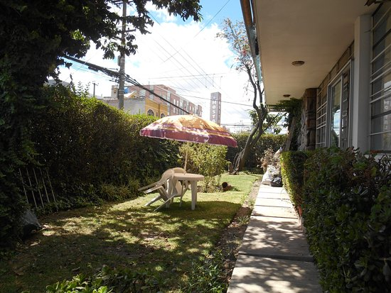 Otavalo Huasi II: Garden space