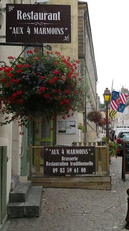 Charolles, France: Les 4 marmoins