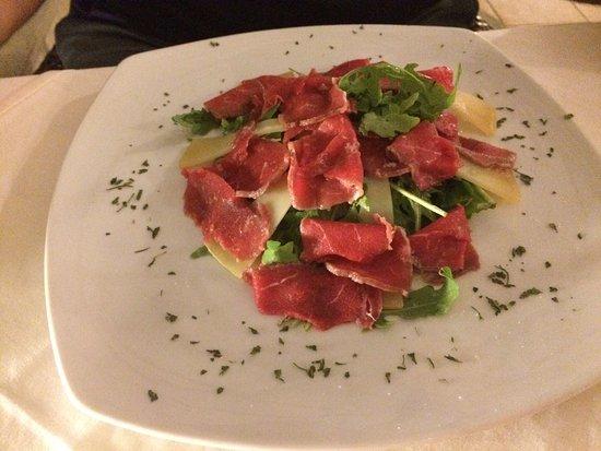 Povljana, Croacia: Insalata di polipo buonissima , carpaccio di manzo veramente buono , formaggio di Pag con aceto