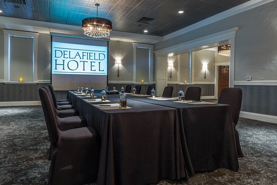 Delafield, WI: Cushing Room - Meeting