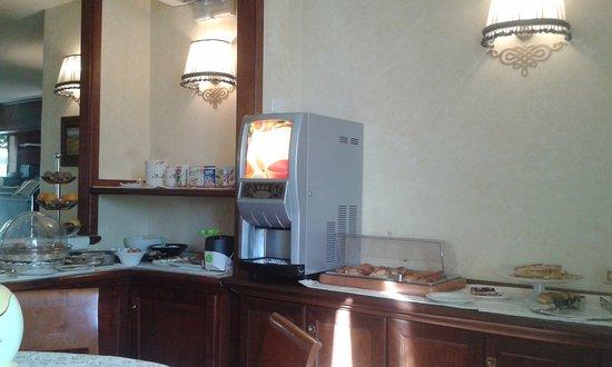 Hotel Arcobaleno: Χώρος πρωινού