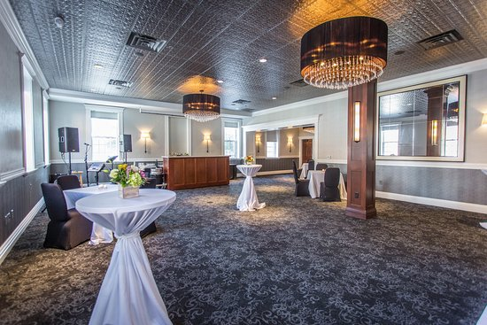Delafield, WI : Cushing Room Pre-Reception