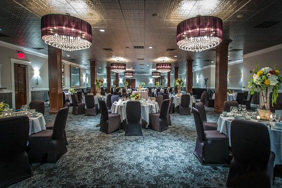 Delafield, WI: Ballroom Reception