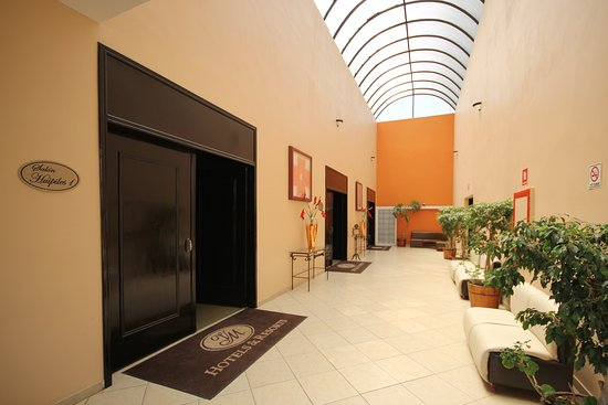 Hotel Villa Mercedes: FOYER