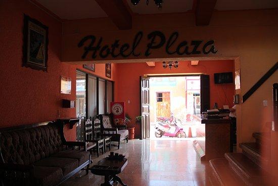 Hotel Plaza: Lobby