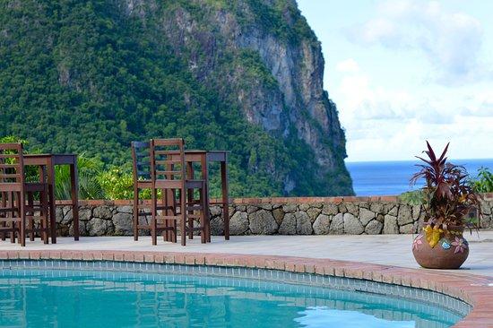 The Mango Tree: The view across the pool towards Petit Piton