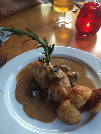 Beresford's Restaurant & Pub: Me and hubby had a lovely meal it was a little quiet but we where pleased with the food and the
