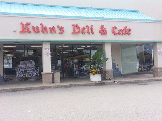Des Plaines, IL: Front & entrance to Kuhn's Deli & Cafe