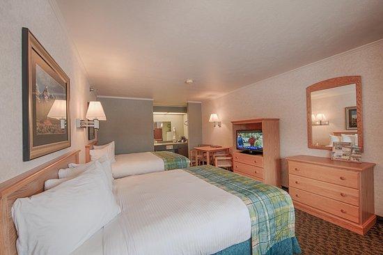 Brandin' Iron Inn: Standard Room - Two Queen Beds