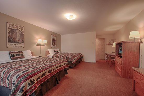 West Yellowstone's City Center Motel: Two Queen Beds