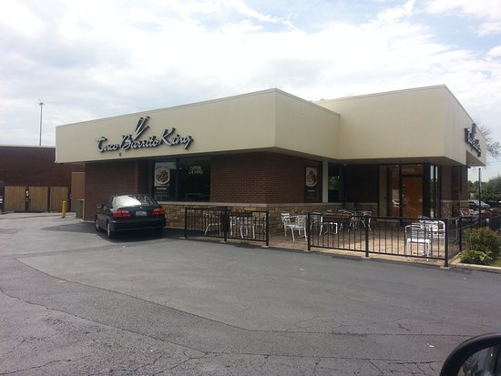 Des Plaines, IL: Front & patio at Taco Burrito King