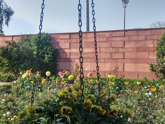 Broad view picture of mughal garden new delhi tripadvisor Mughal garden booking