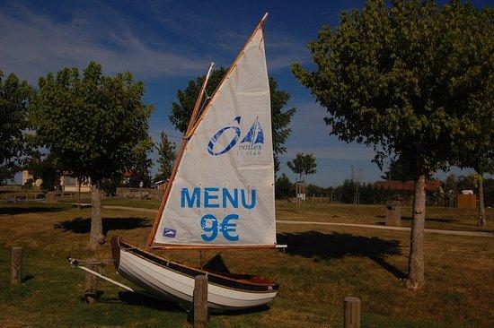 Saint-Christoly-Medoc, Frankrike: un menu entrée,plat et désert 9€
