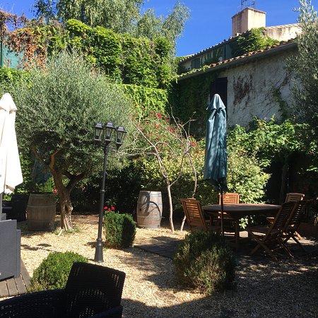 Piccolo hotel con giardino