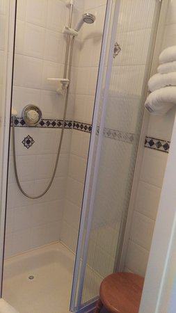 Dun Ri Guesthouse: Shower