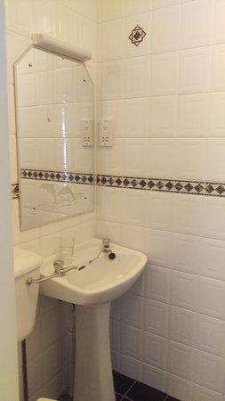 Dun Ri Guesthouse: Sink