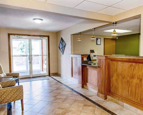 Batesville, IN: Front desk with friendly staff