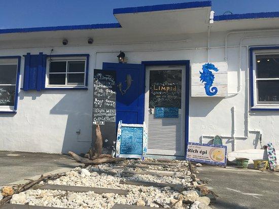 Urasoe, Japan: 海を感じる正面玄関