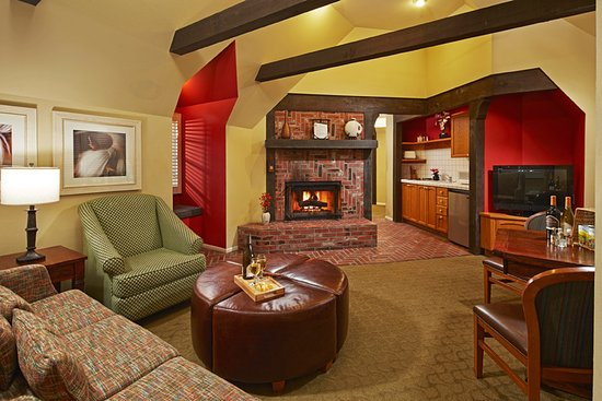 Wine Valley Inn & Cottages: Cottage Living Room