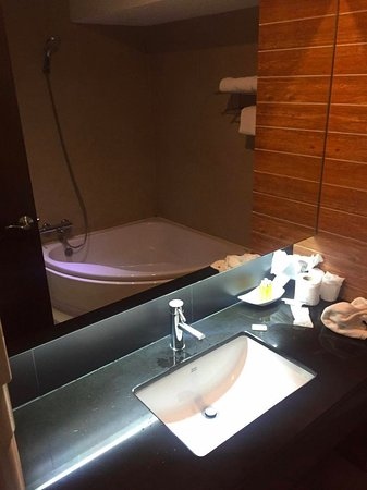 Bangkok City Hotel: bathroom
