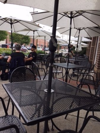 Carmel, IN: The nearly empty patio should have been a warning