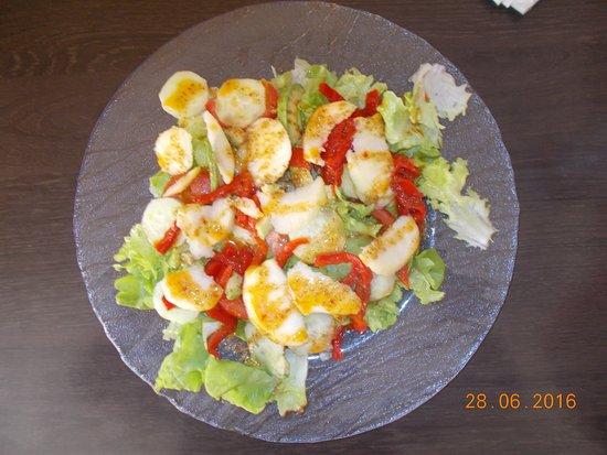 Foix, France : des salades à base de produits frais et régionaux