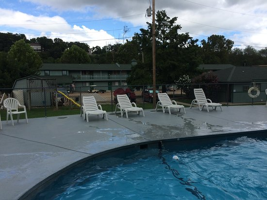 Taneycomo Lakefront Resort and RV Park: Photos of the RV park and also the dock area in front of the hotel.