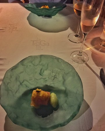 Macher, Hiszpania: crujiente de salmon, zanahoria-coco y vinagreta de mango