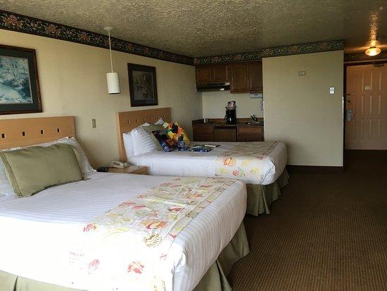 Hi-Tide Oceanfront Inn: photo1.jpg