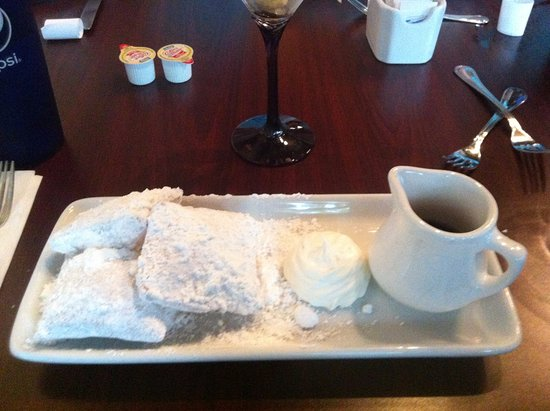 Menominee, MI : Beignets with maple syrup