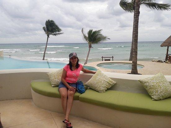 Frente a uno de los restaurantes, maravillosa vista al mar