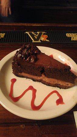 "Harbor Island, ساوث كارولينا: Ultimate Chocolate Cake Owner and Staff enjoying a nightly ""Johnson Creek Tavern"" ritual toast. "