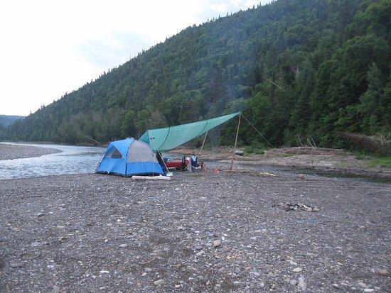 Bonaventure, Kanada: Première nuit campé sur une île, installation du soir