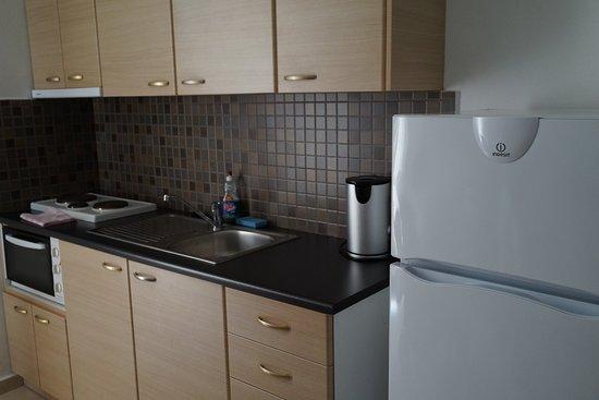 Manolis Apartments: キッチン