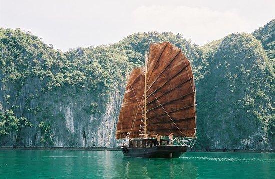 Cat Ba, Vietnam : Sails of Indochina