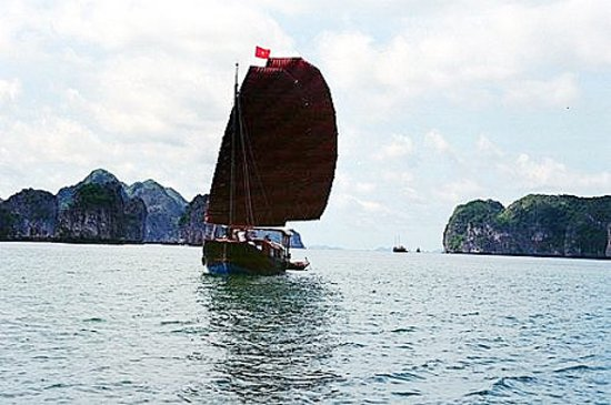 Cat Ba, Vietnam: Junks of Indochina