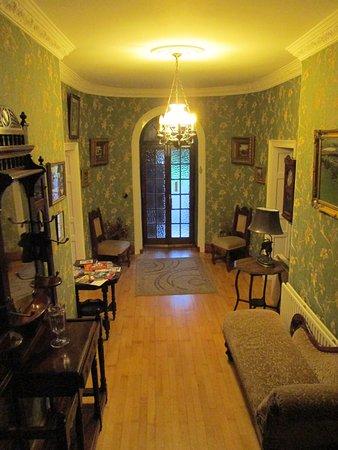 Cavangarden House : Entry way