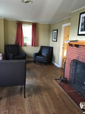 Keltic Lodge Resort & Spa: Common area living room in 2 bedroom cabin