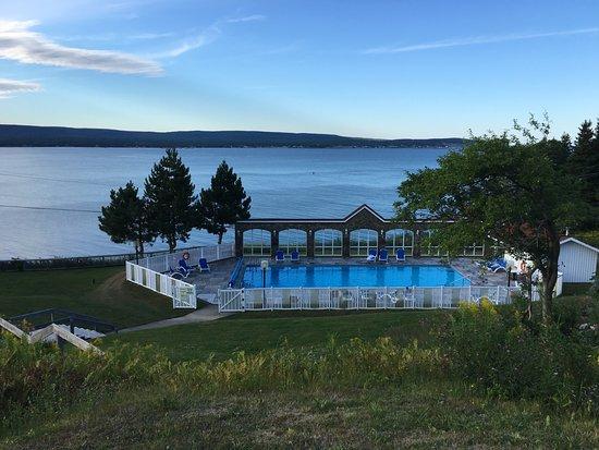 Keltic Lodge Resort & Spa: Heated pool overlooking the ocean