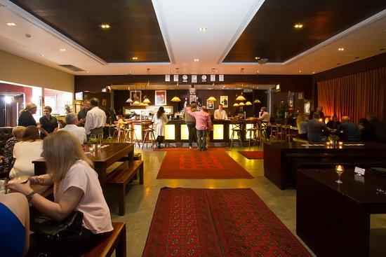 Goldfish Bar & Kitchen: Welcoming Bar