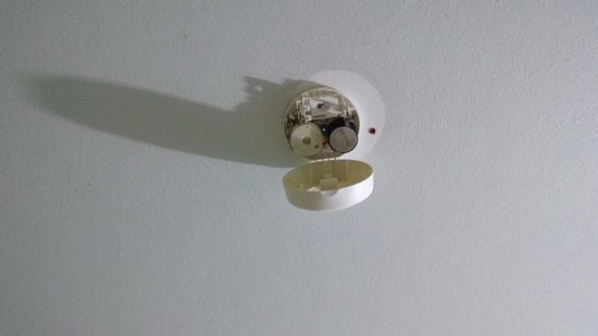 ‪سان سيت أون ذا بيتش ريزورت: smoke alarm no battery‬
