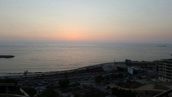 Dbayeh, Líbano: 20160818_192233_large.jpg